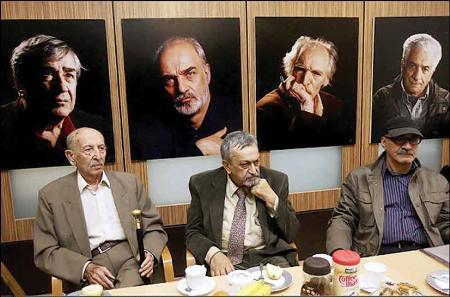 مرتضي احمدي در جشن تولد 88 سالگياش:  هفتاد سال است در خيابان هنر به مردم تعظيم ميکنم