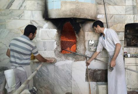 گزارش گاردين از داستان ناپایان نان در ايران/ شعلهورتر شدن آتش نانواییها با افزایش قیمت نان