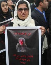هزاران شهروند کابل در اعتراض به کشتن و سوزاندن فرخنده در برابر ساختمان دادگاه عالی افغانستان در شهر کابل تجمع کردند.