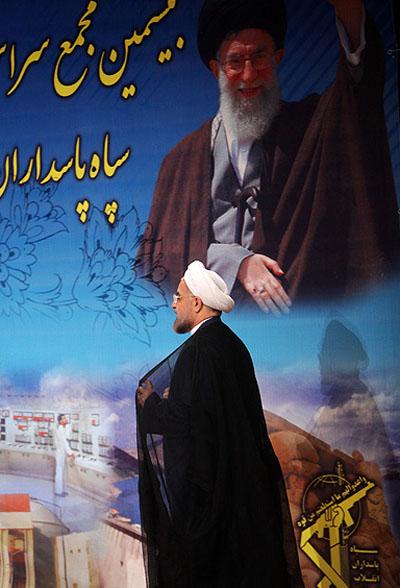 روحانی در مجمع مسئولان سپاه: انقلابی بودن به این معنا نیست که ما در سخن و بیان انقلابی حرف بزنیم اما در مقام عمل نتوانیم چنانکه شایسته است از منافع ملت و کشور دفاع کنیم.