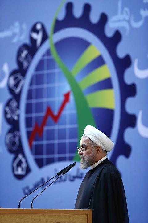 مشروح گفت و گوی زنده تلویزیونی رییس جمهور/ پیام روحانی؛ خود را برای شرایط جدید آماده کنید